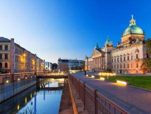 Die Blaue Stunde am Morgen am Leipziger Bundesverwaltungsgericht.