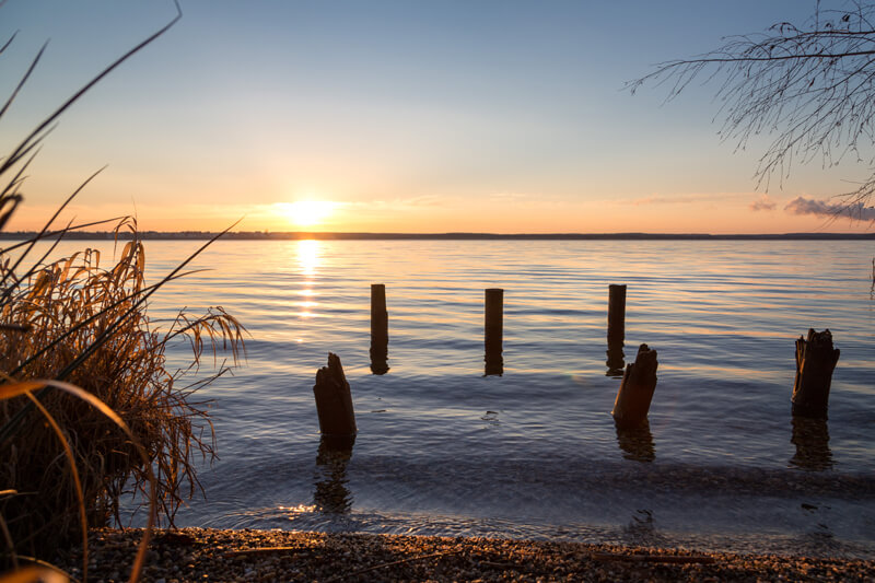 Der Cospudener See am Morgen.